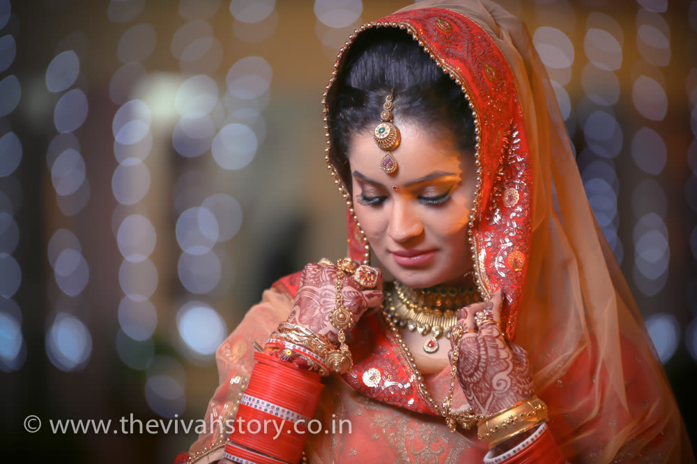 Elegant Bride In Antique Maang Tikka by Mohit Wedding-photography Bridal-jewellery-and-accessories Bridal-makeup | Weddings Photos & Ideas