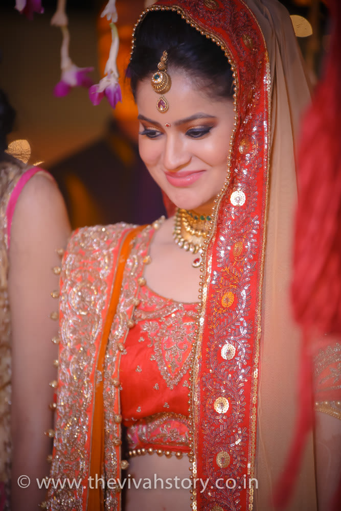 Simply Adorable Bride Wearing Gold Mangtikka by Mohit Wedding-photography Bridal-jewellery-and-accessories Bridal-makeup | Weddings Photos & Ideas