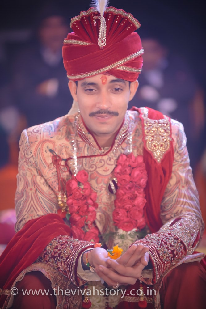 Red Shaded Groom Turban With Crystal Kilangi Broocjh by Mohit Wedding-photography Groom-wear-and-accessories | Weddings Photos & Ideas