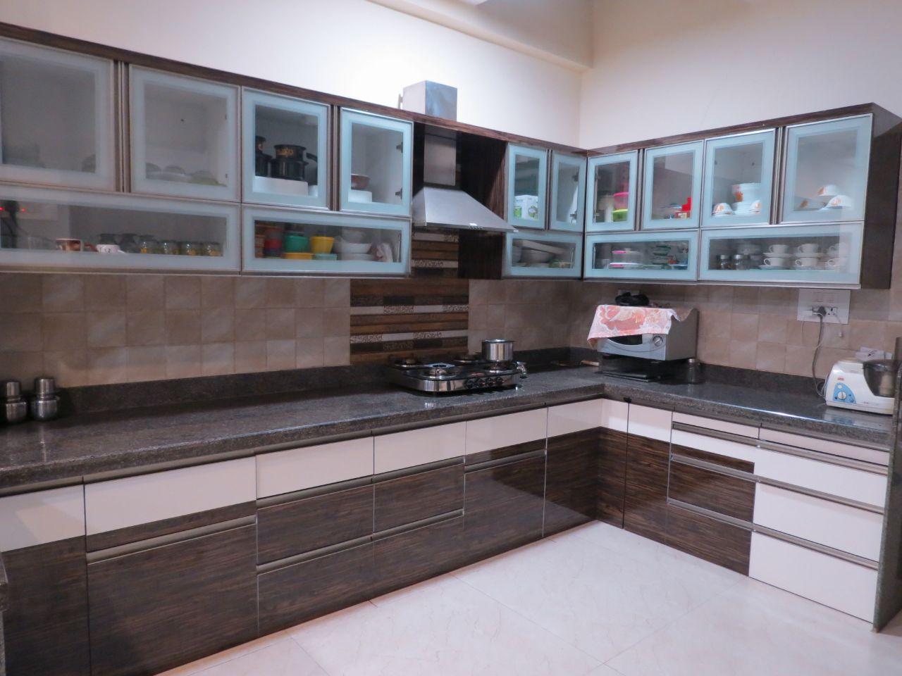 Stylish kitchen by Rohan Tapkire Modern | Interior Design Photos & Ideas