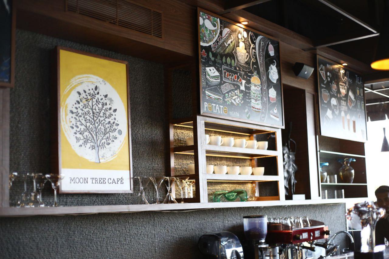 Vintage restaurant walls by Rohan Tapkire