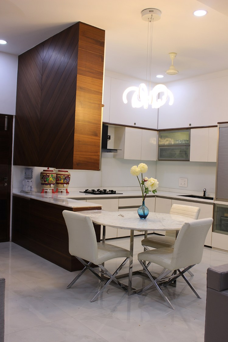 Cook under the lights by Madhura Pawar-Gujarathi Modern | Interior Design Photos & Ideas