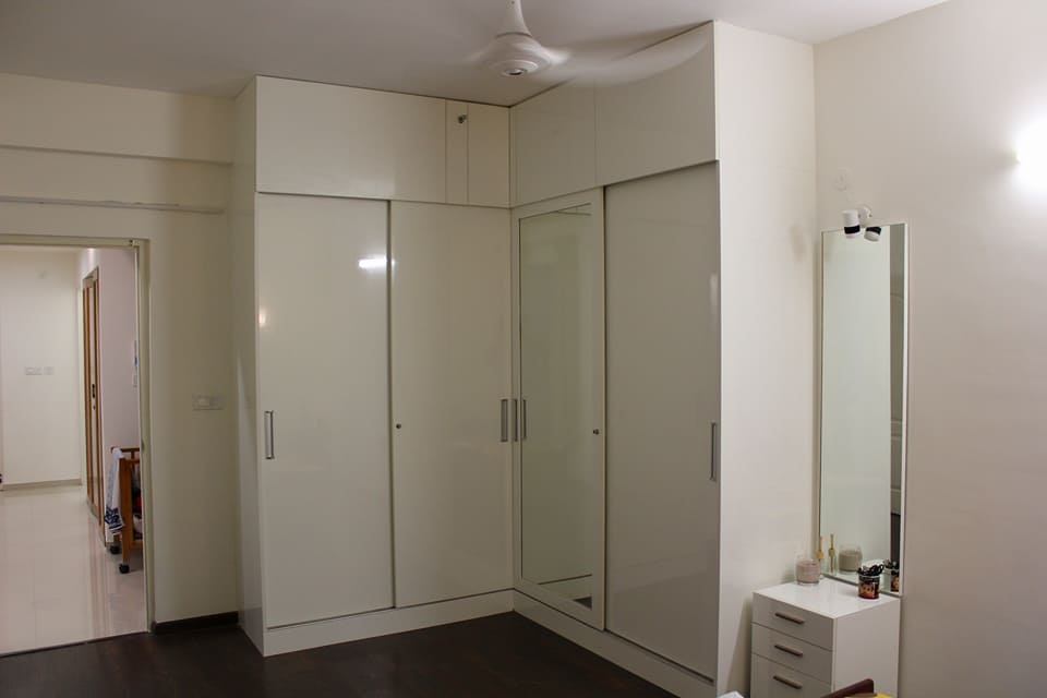 White wardrobe with white normal ceiling by Ganesh Indoor-spaces Modern   Interior Design Photos & Ideas