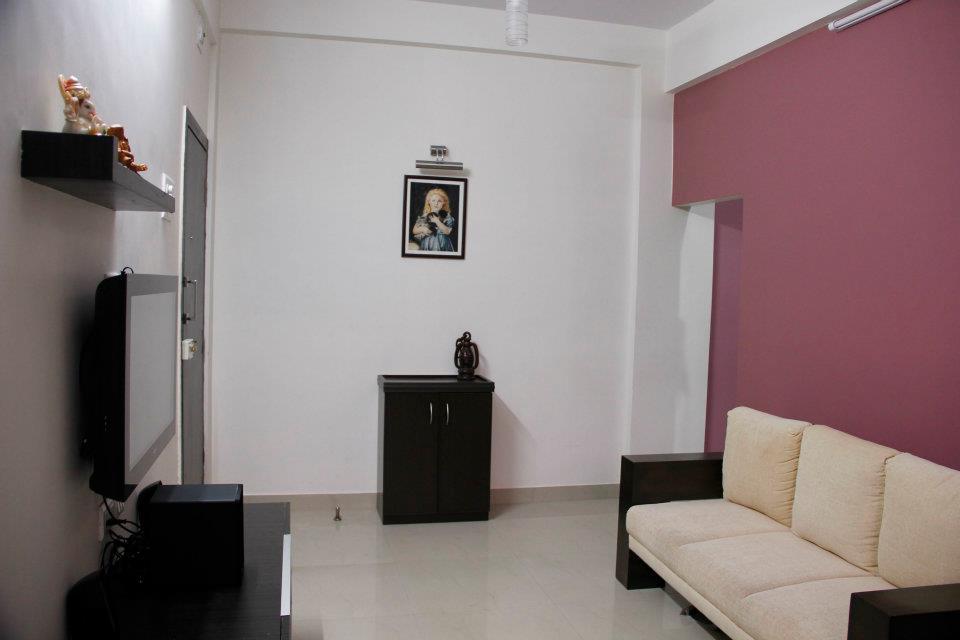 Minimalist Living Room by Nilesh V. Gosavi Living-room Minimalistic | Interior Design Photos & Ideas