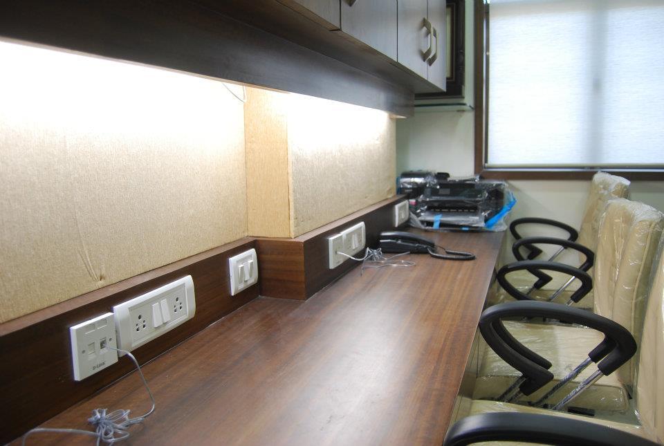 Wooden Office Table by Nilesh V. Gosavi Minimalistic | Interior Design Photos & Ideas