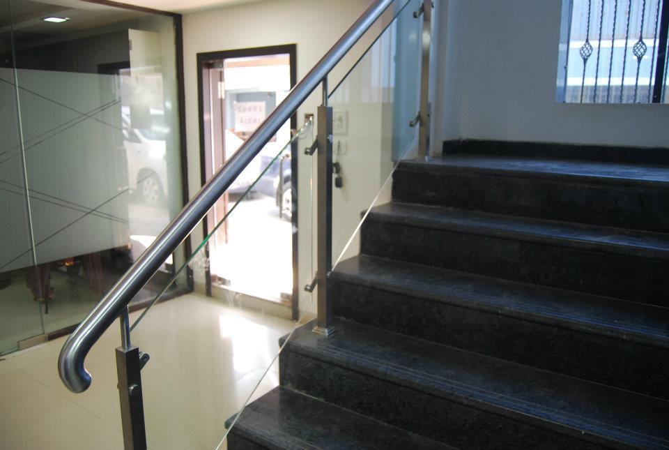 Traditional Staircase by Nilesh V. Gosavi Traditional | Interior Design Photos & Ideas