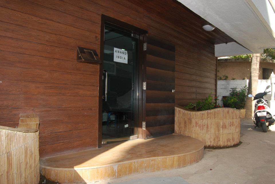 Wooden Finish Guest House Entrance by Nilesh V. Gosavi Open-spaces Traditional | Interior Design Photos & Ideas