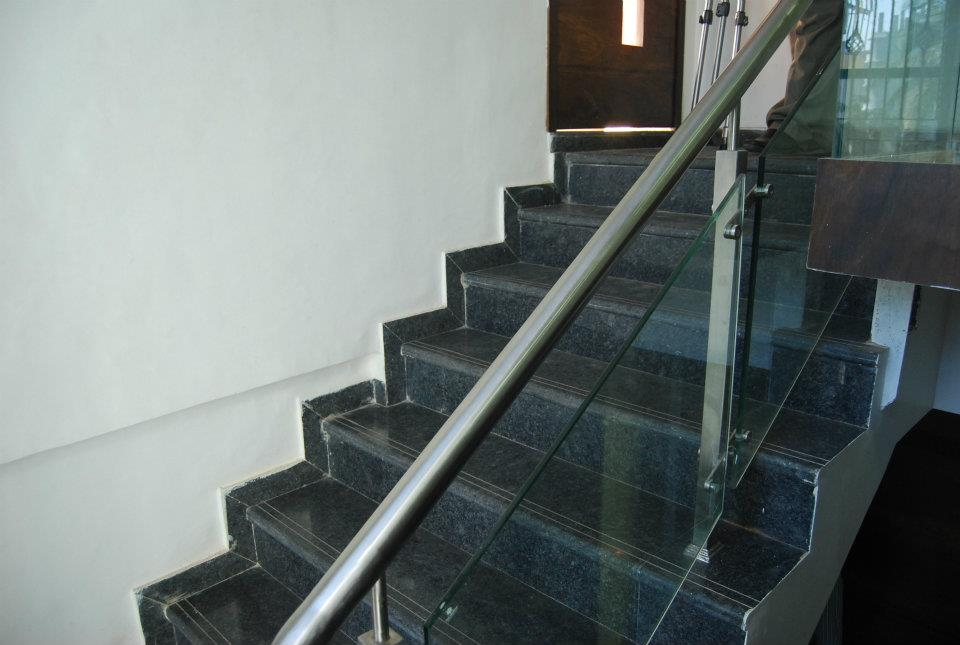 Minimalist marble floor Staircase by Nilesh V. Gosavi Indoor-spaces Minimalistic | Interior Design Photos & Ideas