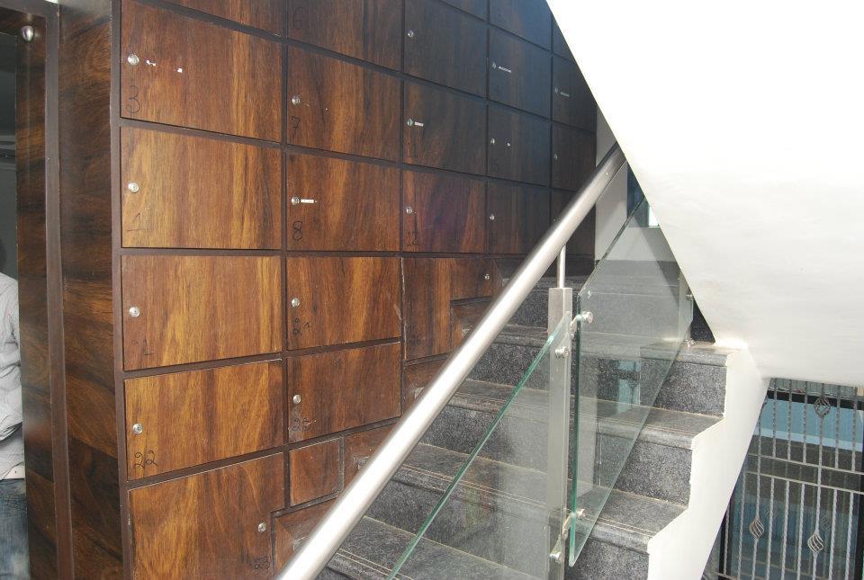 Classy Staircase by Nilesh V. Gosavi Indoor-spaces Modern | Interior Design Photos & Ideas