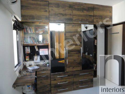 Wooden Finish Wardrobe by Nilesh V. Gosavi Bedroom Minimalistic | Interior Design Photos & Ideas