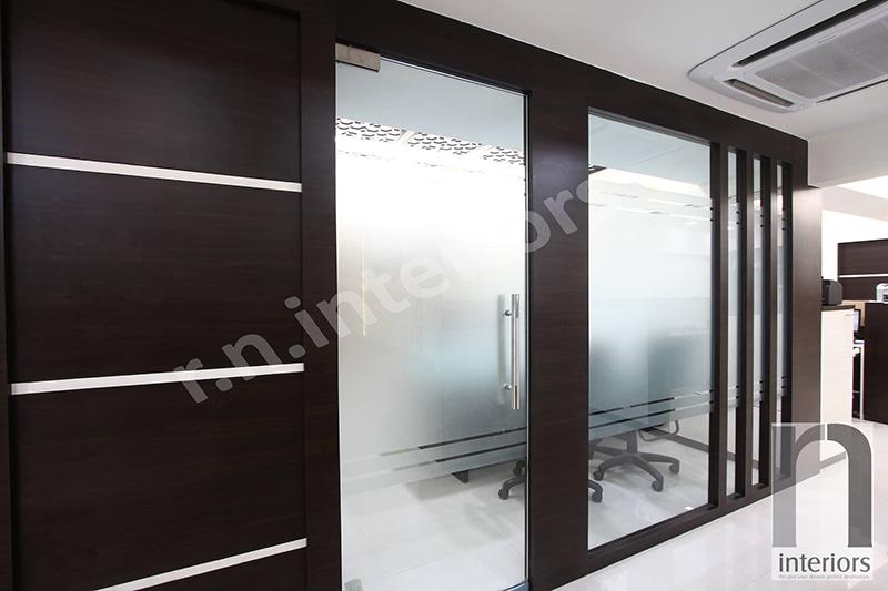 Modern Glass Door Conference Room by Nilesh V. Gosavi Modern | Interior Design Photos & Ideas