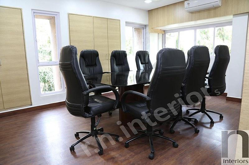 Modern office Conference Room by Nilesh V. Gosavi | Interior Design Photos & Ideas