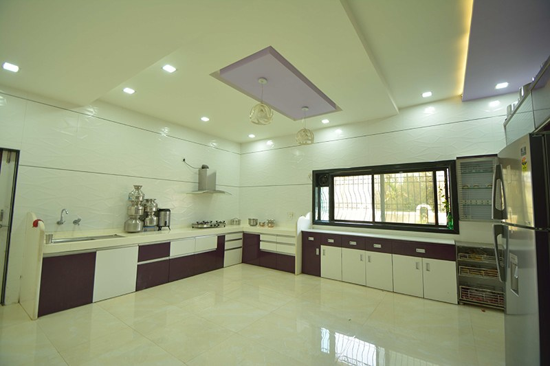 Commodious Modular Kitchen with L Shaped Counter by Jayant Arwat Modular-kitchen Modern | Interior Design Photos & Ideas