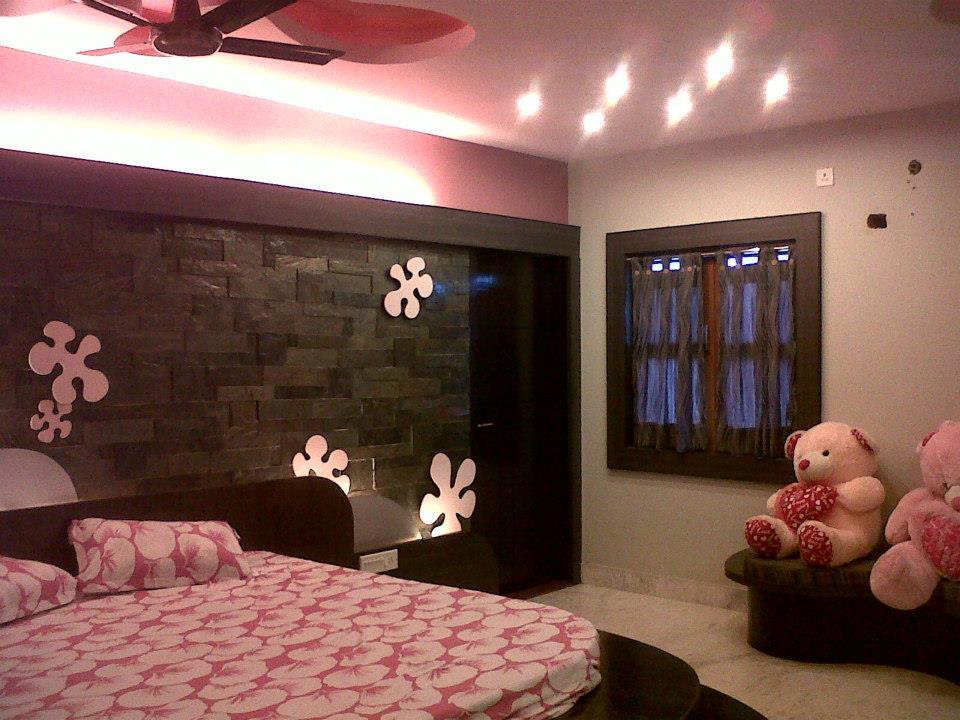 Spacious Pink Bedroom by Rajesh Basu Majumdar Bedroom Minimalistic | Interior Design Photos & Ideas