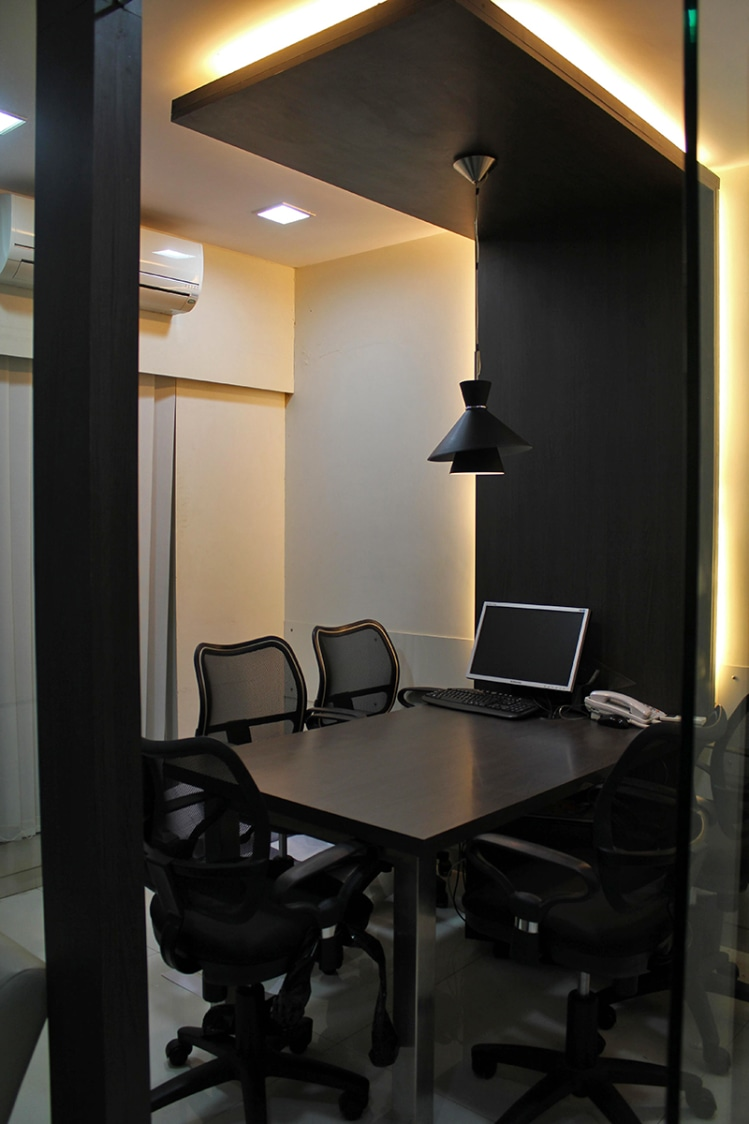 Small Meeting Room by Jeetan Ranpura Contemporary | Interior Design Photos & Ideas
