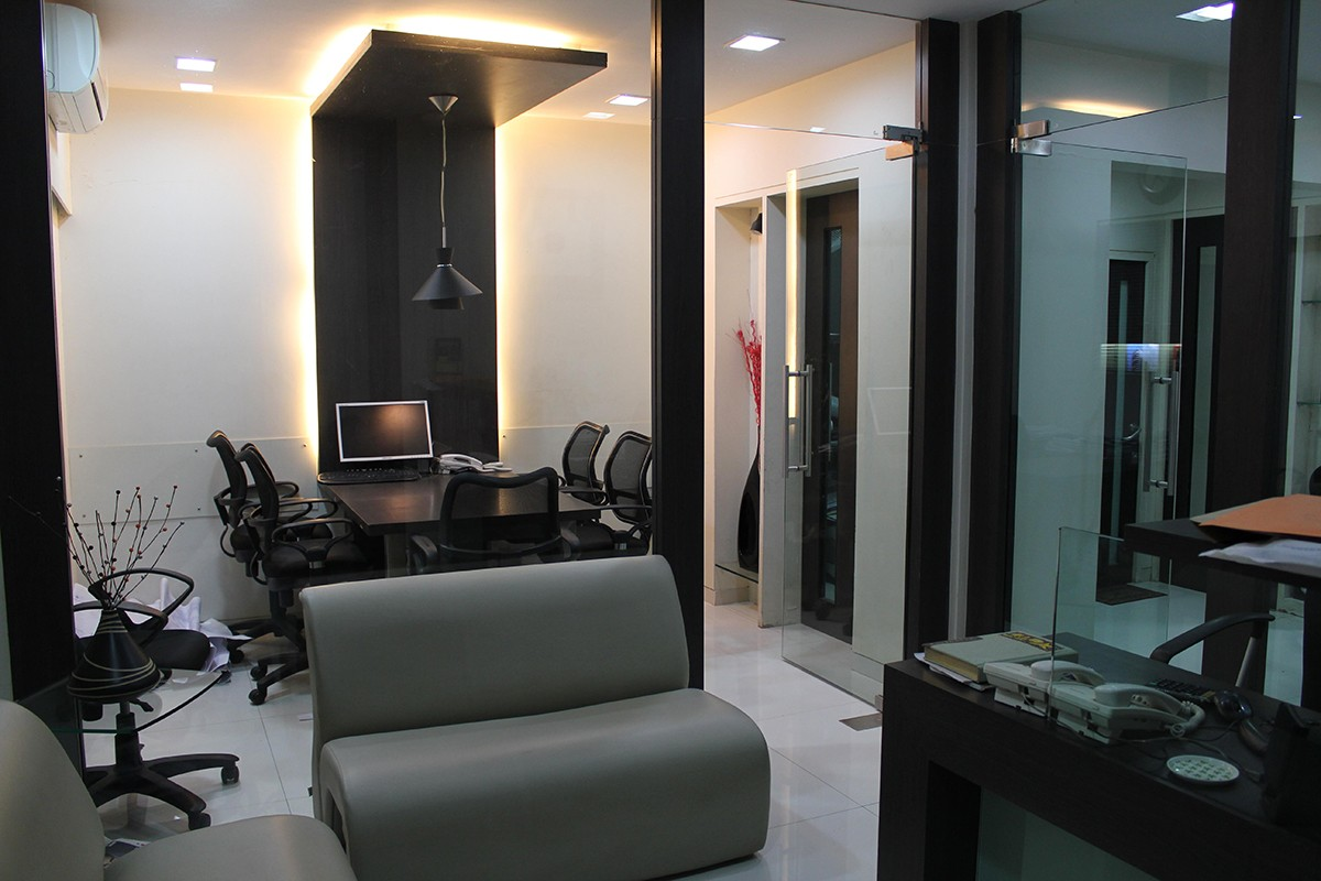 Meeting Room With Black Round Chairs by Jeetan Ranpura | Interior Design Photos & Ideas
