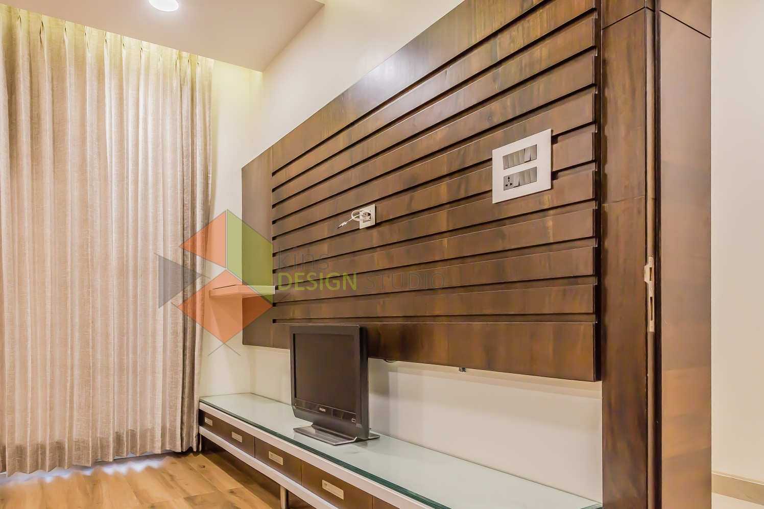 Wooden Background by Kinnera Naresh Bedroom Modern | Interior Design Photos & Ideas