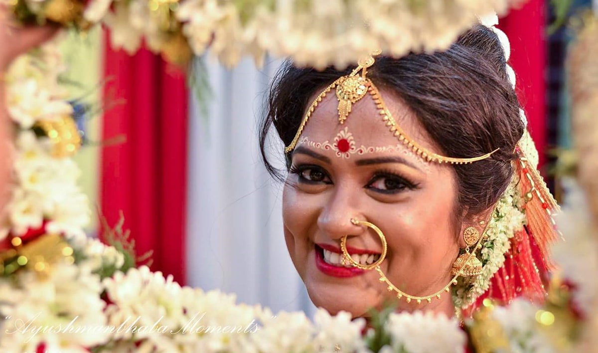 Bengali Bride by Ayushmanbhaba Moments Wedding-photography Bridal-jewellery-and-accessories Bridal-makeup | Weddings Photos & Ideas