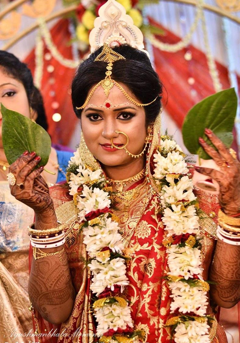 Bengali Bride Gaze by Ayushmanbhaba Moments Wedding-photography | Weddings Photos & Ideas