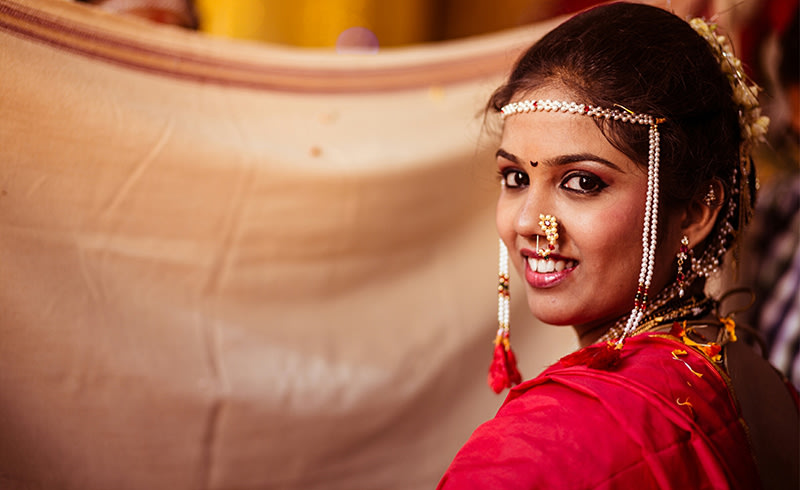 Stunning Marathi Bride by Samography Wedding-photography Bridal-jewellery-and-accessories Bridal-makeup | Weddings Photos & Ideas