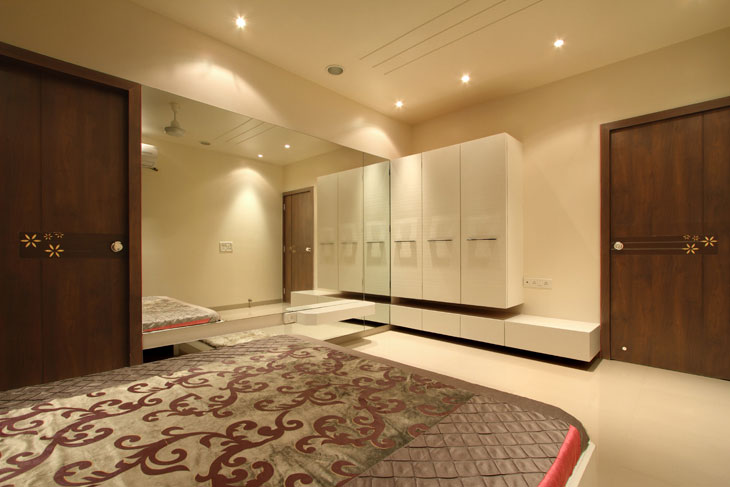 White Wooden Wardrobe With Mirrored Wall by Deepti Srivastava Bedroom Contemporary | Interior Design Photos & Ideas
