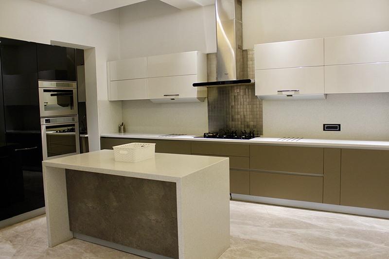 Modern Kitchen by Anil Verma Modern | Interior Design Photos & Ideas