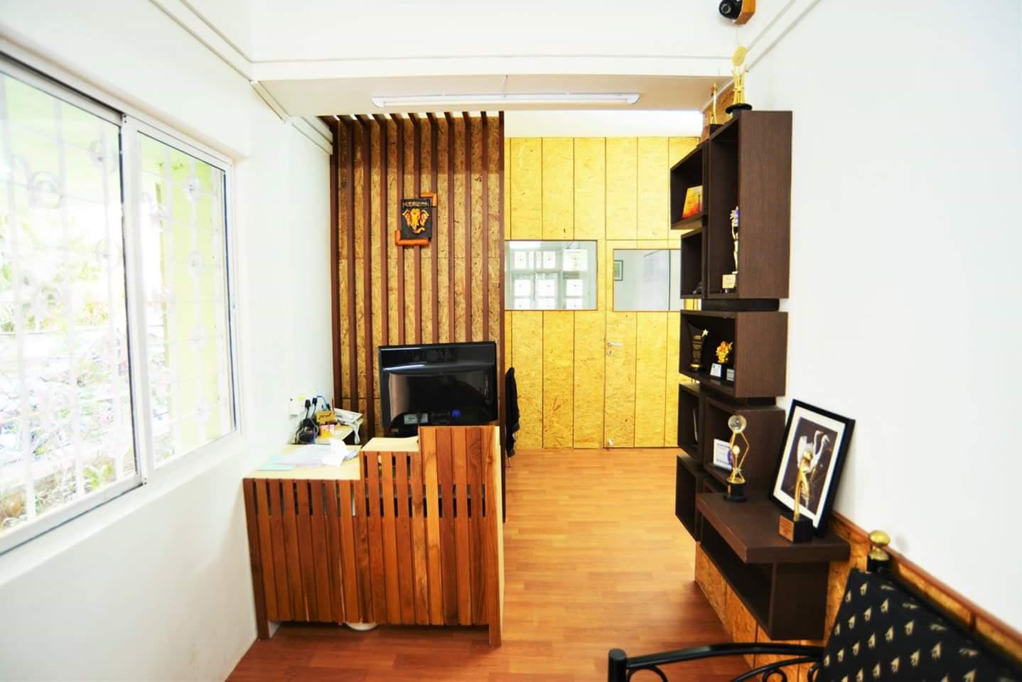 Wood and White by Neeraja Kanitkar Modern | Interior Design Photos & Ideas