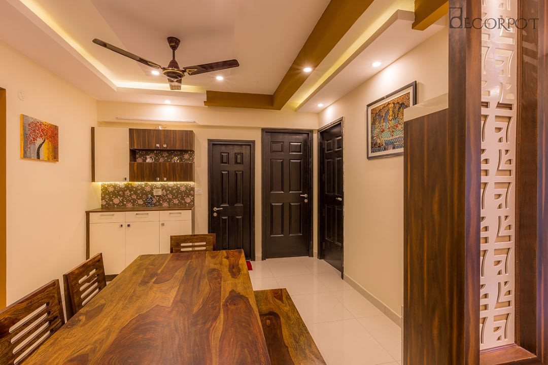 Traditional dining room by Shubhashis Shomil Dining-room Traditional | Interior Design Photos & Ideas