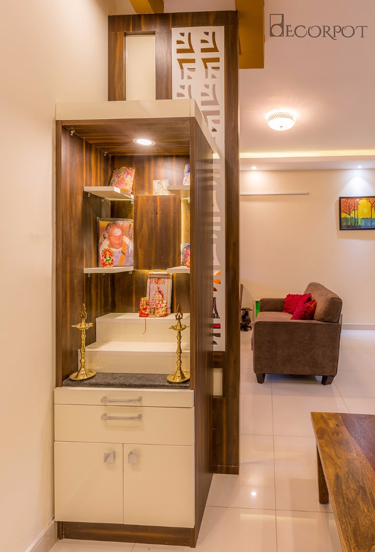 Traditional prayer area by Shubhashis Shomil Indoor-spaces Traditional | Interior Design Photos & Ideas