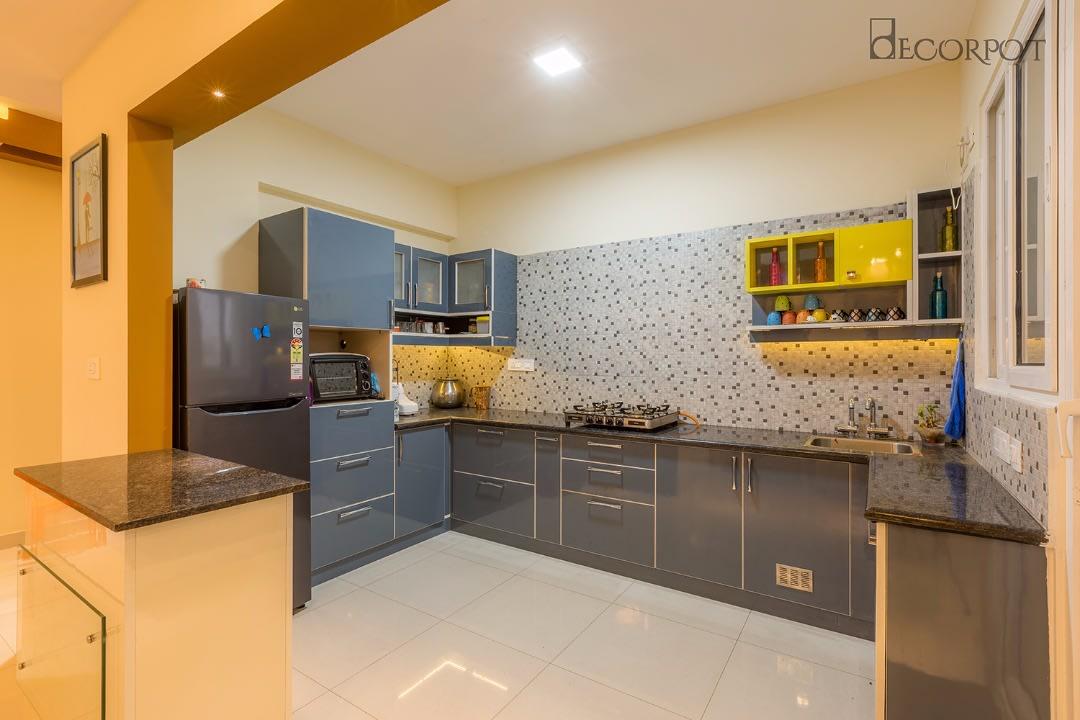 Modern modular L shaped kitchen with marble flooring by Shubhashis Shomil Modular-kitchen   Interior Design Photos & Ideas