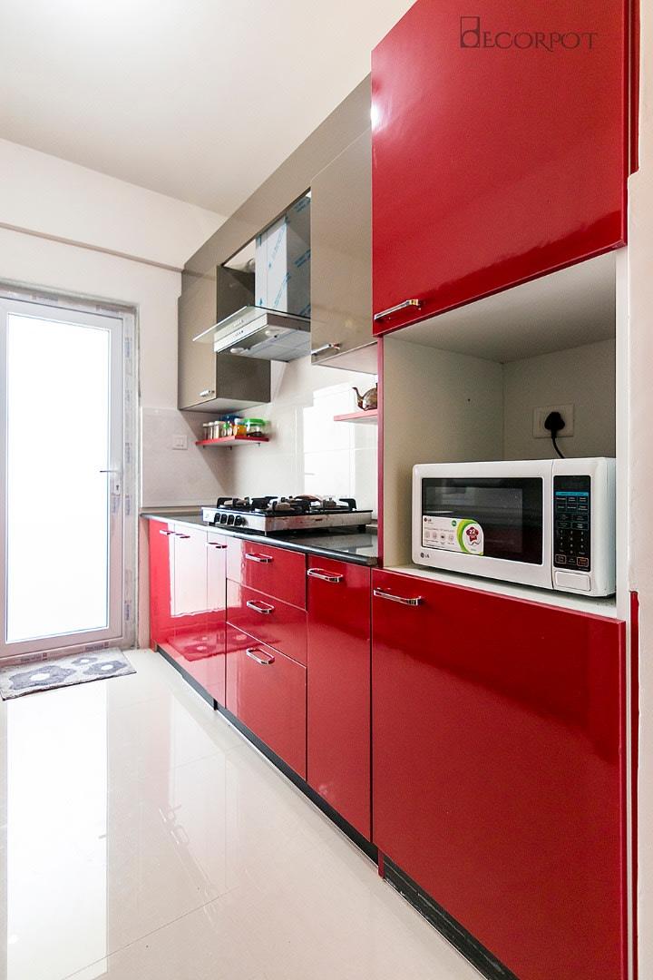 Modern parallel kitchen by Shubhashis Shomil Modular-kitchen Modern | Interior Design Photos & Ideas