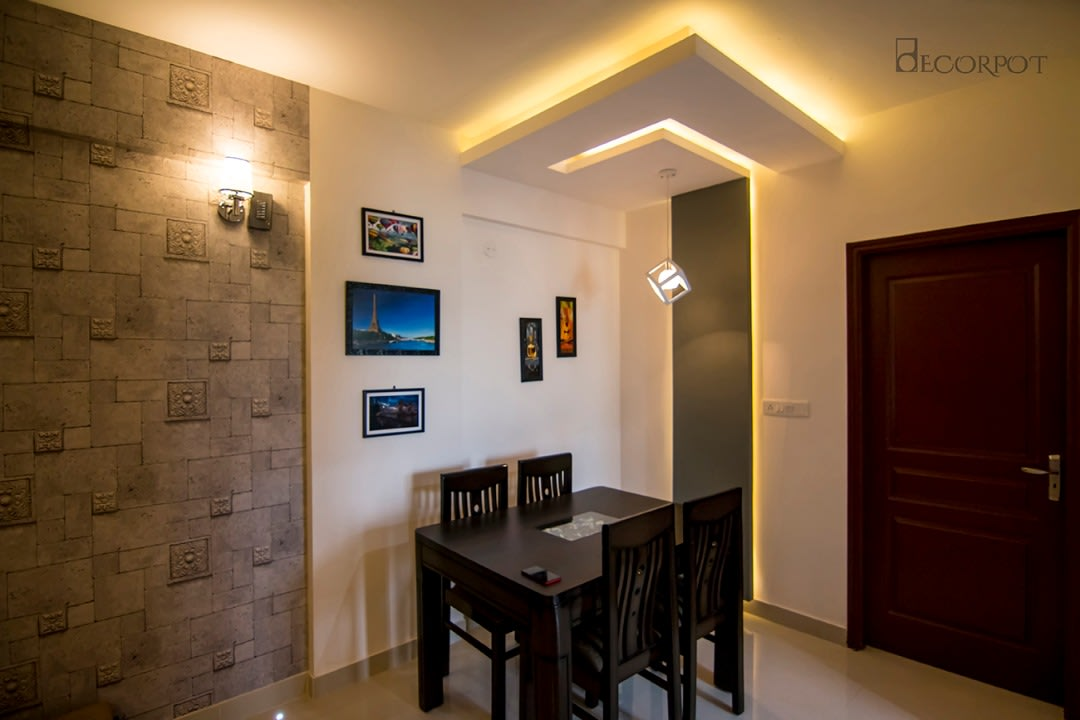 Traditional dining room with false ceiling by Shubhashis Shomil Traditional | Interior Design Photos & Ideas