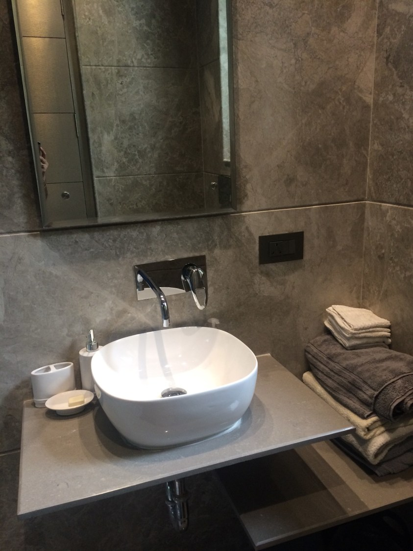 Lavish bathroom by Devesh Gajwani Modern | Interior Design Photos & Ideas