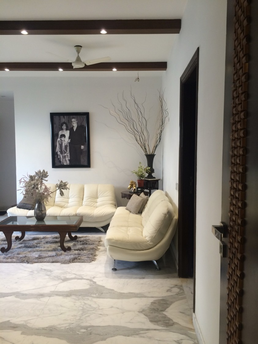 Luxurious comfort by Devesh Gajwani Modern   Interior Design Photos & Ideas