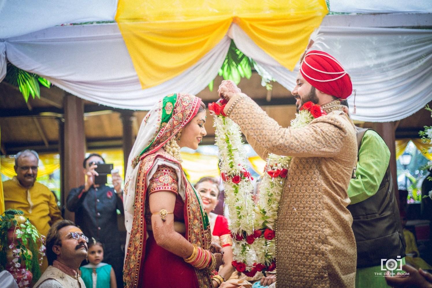 Festoon ritual by The Dark Room Photography Wedding-photography   Weddings Photos & Ideas
