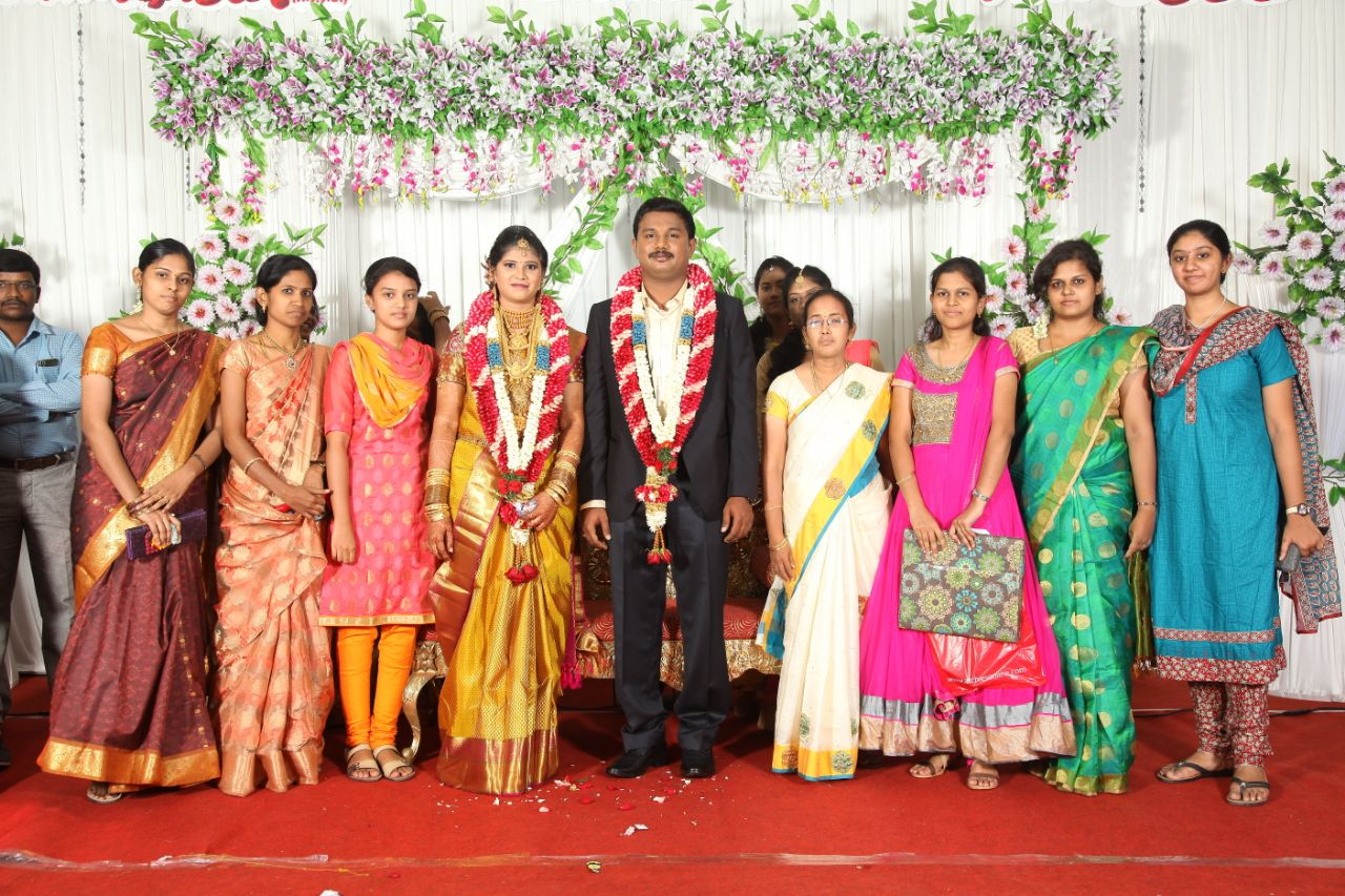 Bride and Groom With Guests by Arun Ar Photography Wedding-photography | Weddings Photos & Ideas