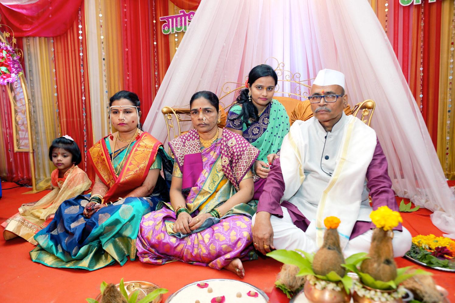 Bride family Shot by Dharmesh Chawda Wedding-photography | Weddings Photos & Ideas