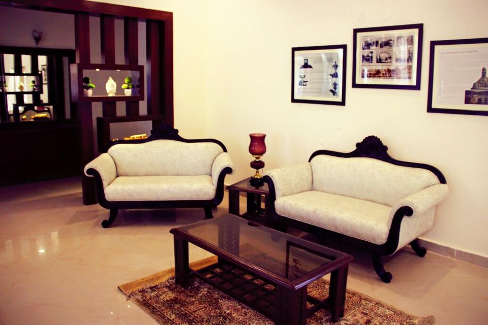 VIntage Style Sofa Set by Deepanshu Prasad Traditional | Interior Design Photos & Ideas