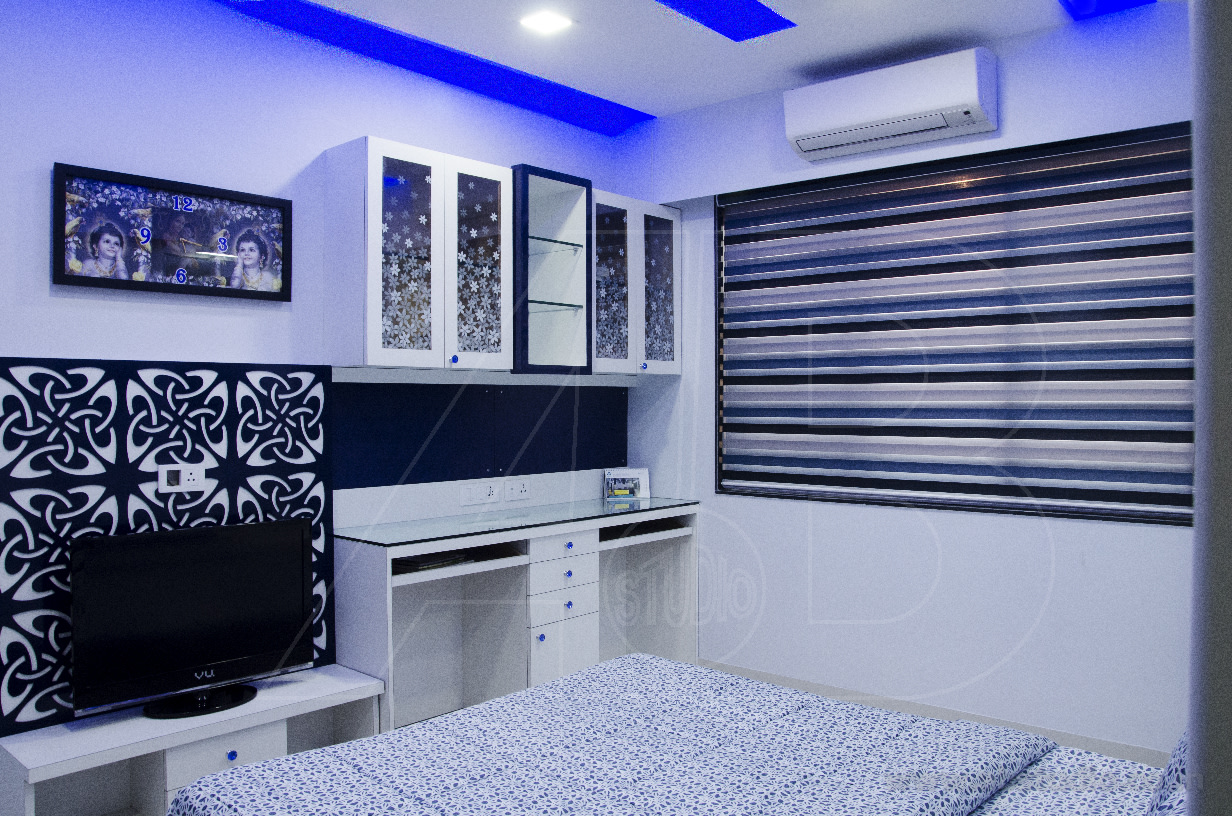 Bedroom with false blue ceiling and tv unit by Ankit  Gandhi Bedroom Modern | Interior Design Photos & Ideas