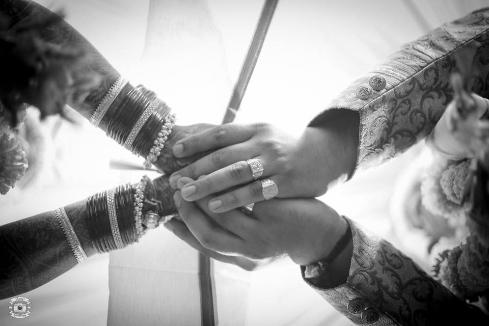 Hand in hand by Fatty's Photography Wedding-photography | Weddings Photos & Ideas