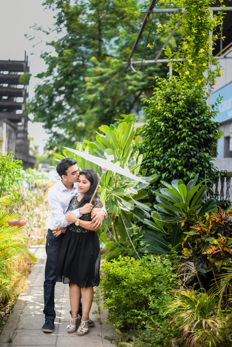 Pre-Wedding Shoot With Umbrella Prop by ORDUO PRODUCTIONS PVT. LTD Wedding-photography | Weddings Photos & Ideas