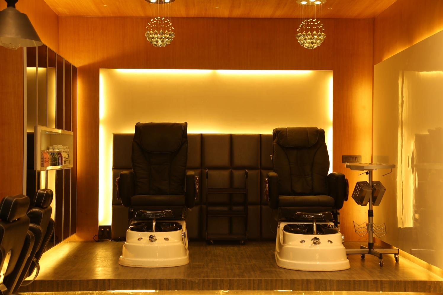 Wash Them Hair! by Vinod Kalburgi Modern | Interior Design Photos & Ideas
