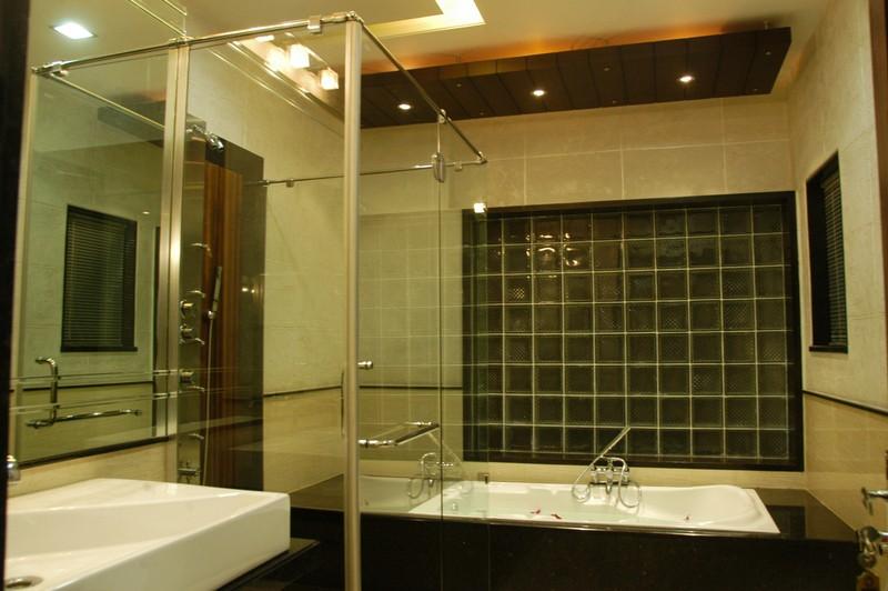 Luxury Bath by Alok Bhadane Contemporary | Interior Design Photos & Ideas