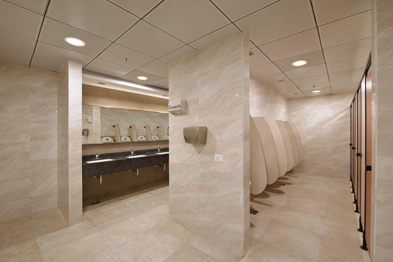 Modern Washroom by Akash Kanojia Modern | Interior Design Photos & Ideas