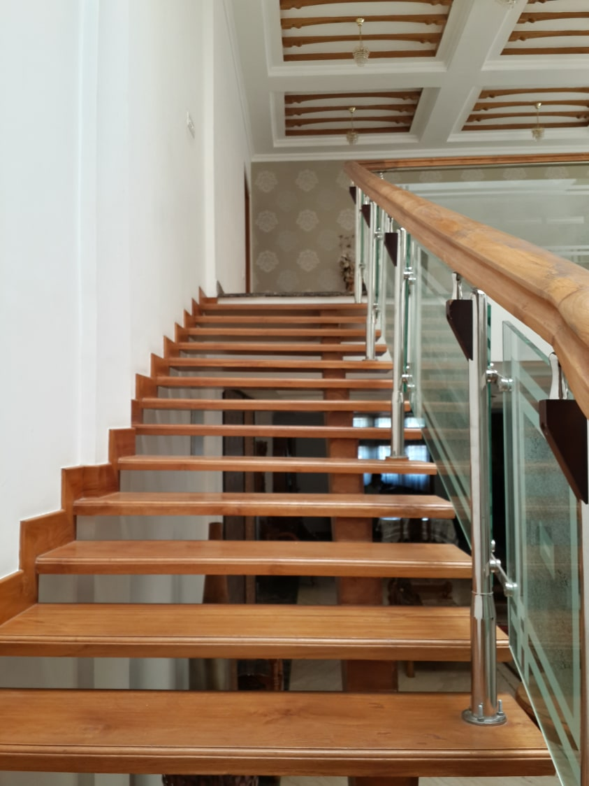 Staircase With Wooden Furnishing by Prashant Ghosh Contemporary | Interior Design Photos & Ideas