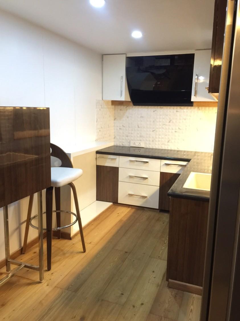 L-Shaped Kitchen With Wooden Flooring by Prashant Ghosh Modular-kitchen Modern | Interior Design Photos & Ideas