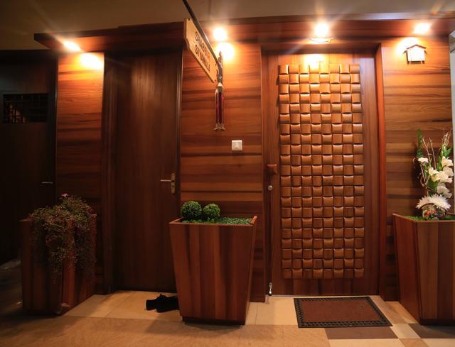 Golden Gateway by Fatema Maldeviwala Contemporary | Interior Design Photos & Ideas