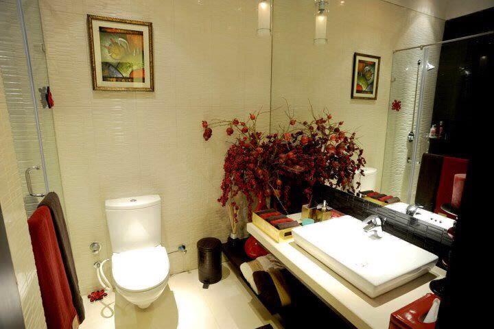 Exquisite Bathroom by Karan Kalra Modern | Interior Design Photos & Ideas
