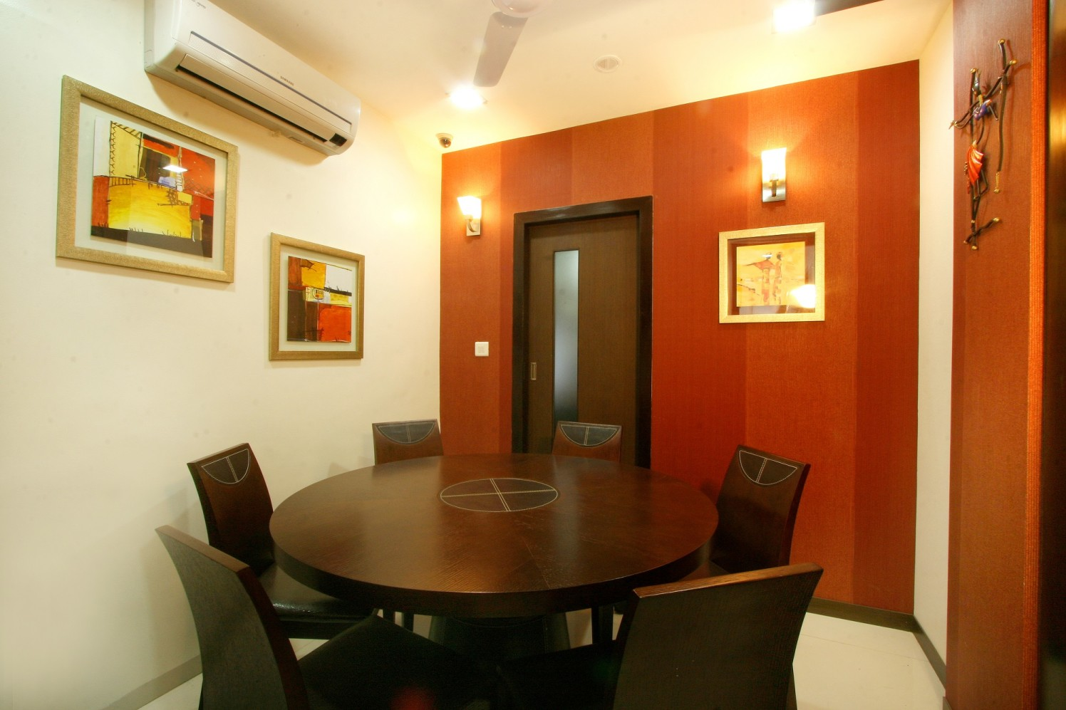 Place to discuss ideas. by Harshila Shreeram Talasila Modern | Interior Design Photos & Ideas