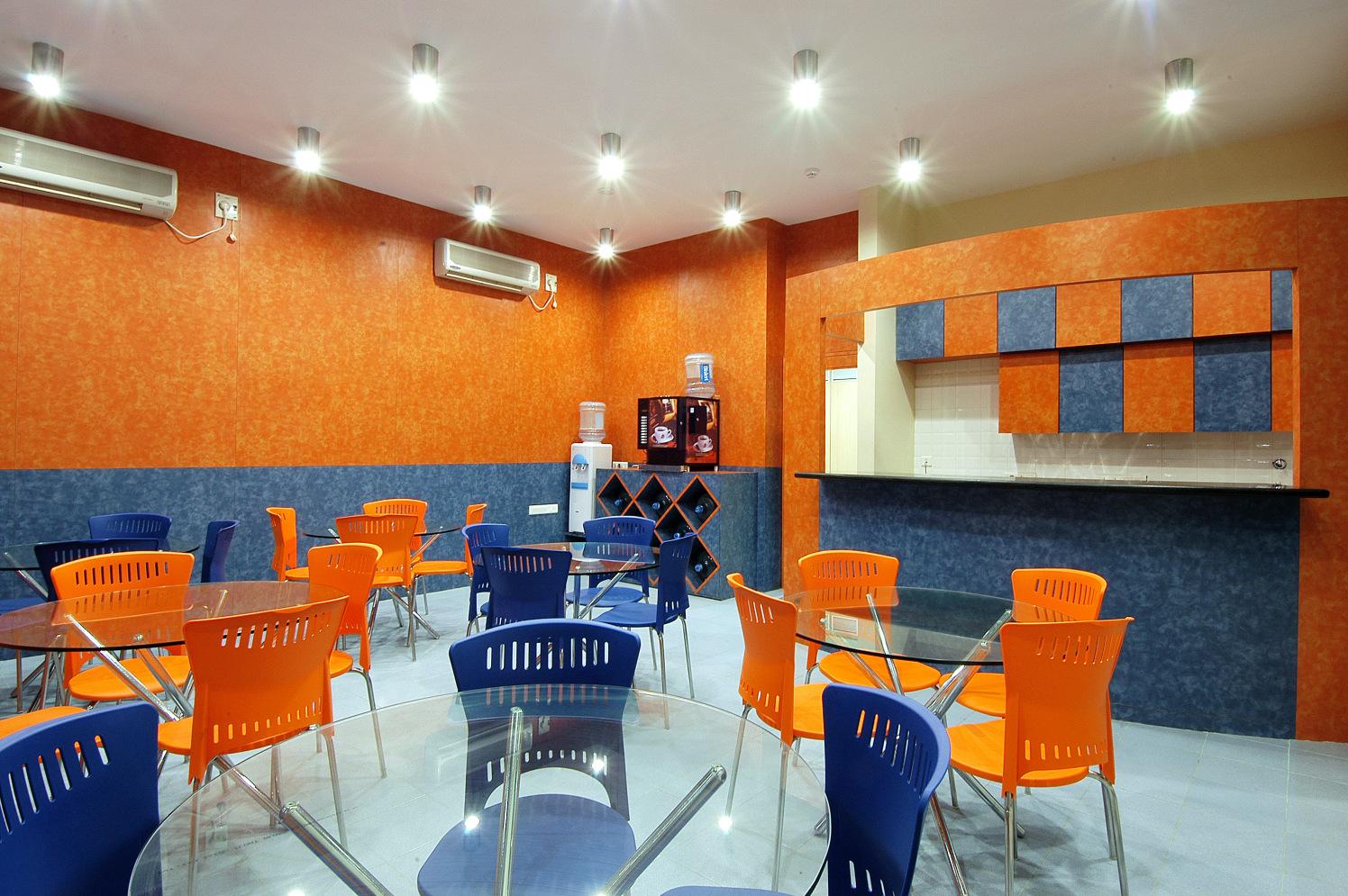 Cafeteria by Amin Sha Modern | Interior Design Photos & Ideas